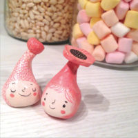 seforapons-ceramic-sculptures-mini-figures-pink-blossoms