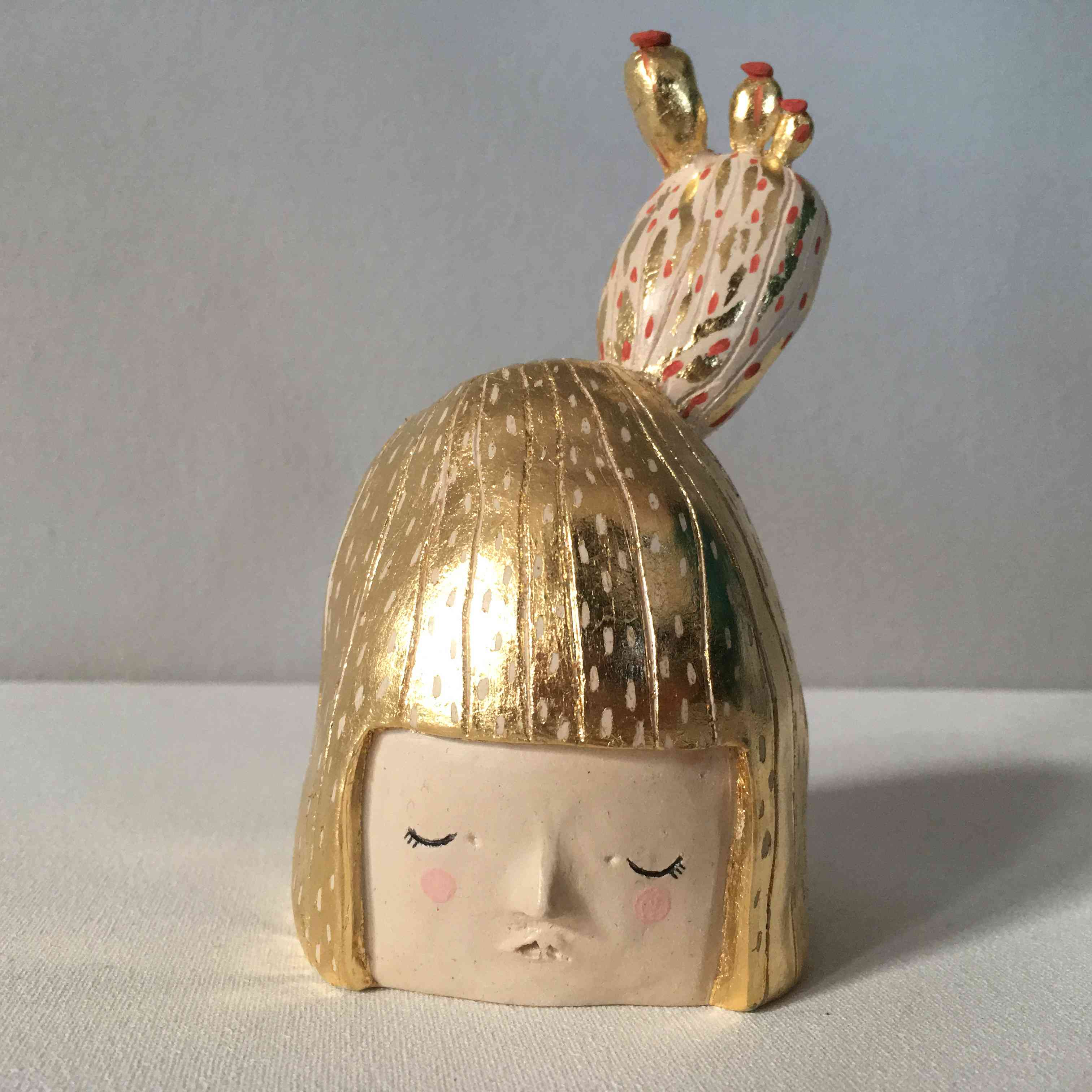 seforapons-ceramic-sculpture-goldleaf-symbiosis-cactusgirl-3