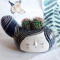 seforapons-ceramic-sculpture-vase-girl-pebble